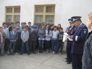 politisti scoala