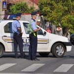 politisti în strada