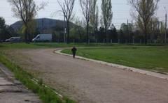 Printul-Paul-face-teren-de-atletism-la-Buzau